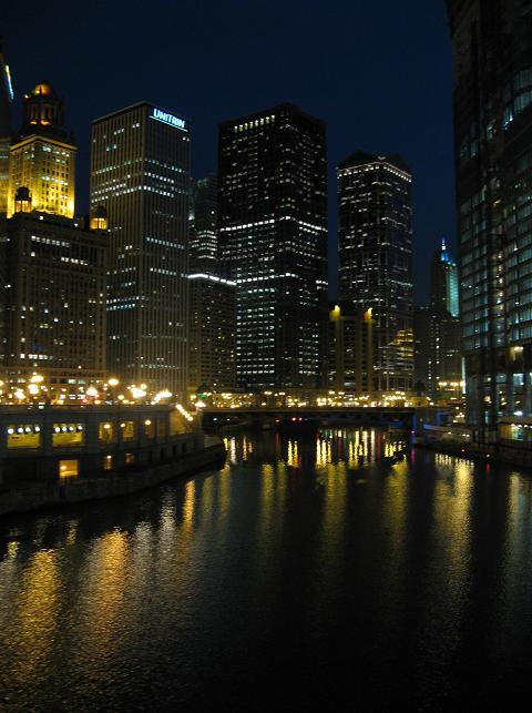 ChicagoRriverAtMichiganAvenueAtNight.JPG