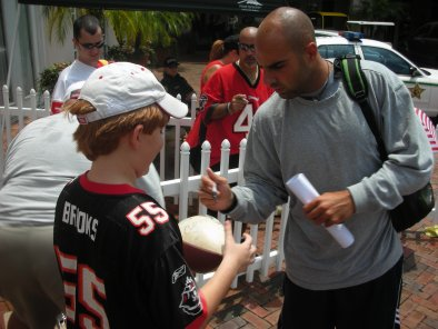 TampaBayBuccaneers2006TrainingCamp1BruceGradkowski.jpg
